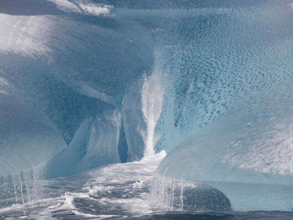 ภูเขาน้ำแข็งในกรีนแลนด์ ภาพถ่ายโดย Jean Gaumy