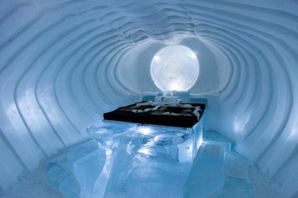 โรงแรมน้ำแข็ง