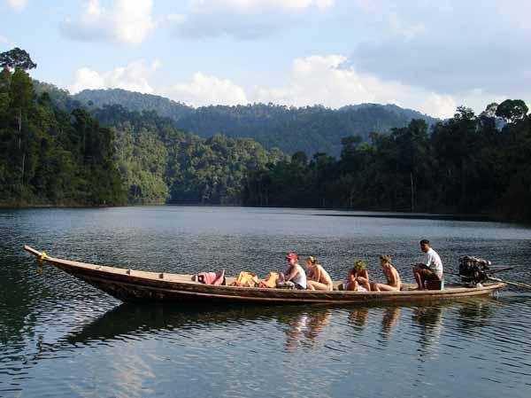 กุ้ยหลินเมืองไทย, เขื่อเชี่ยวหลาน, ล่องเรือ, ส่องสัตว์, เขื่อน