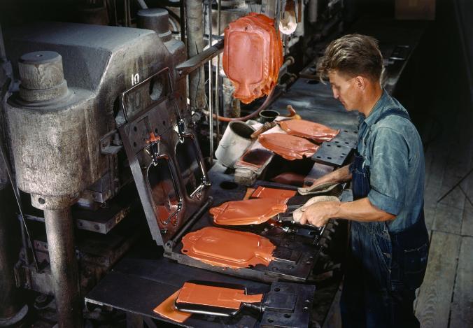 ยาง, ถุงประคบร้อน, โรงงานผลิตยาง