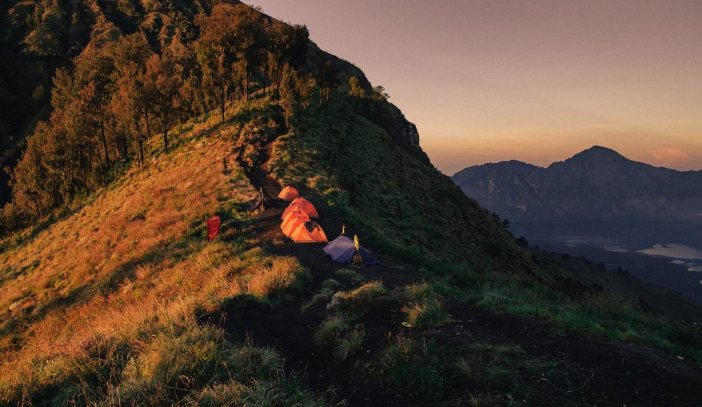 รินด์จานี, เดินป่า, ปีนเขา, ภูเขาไฟ