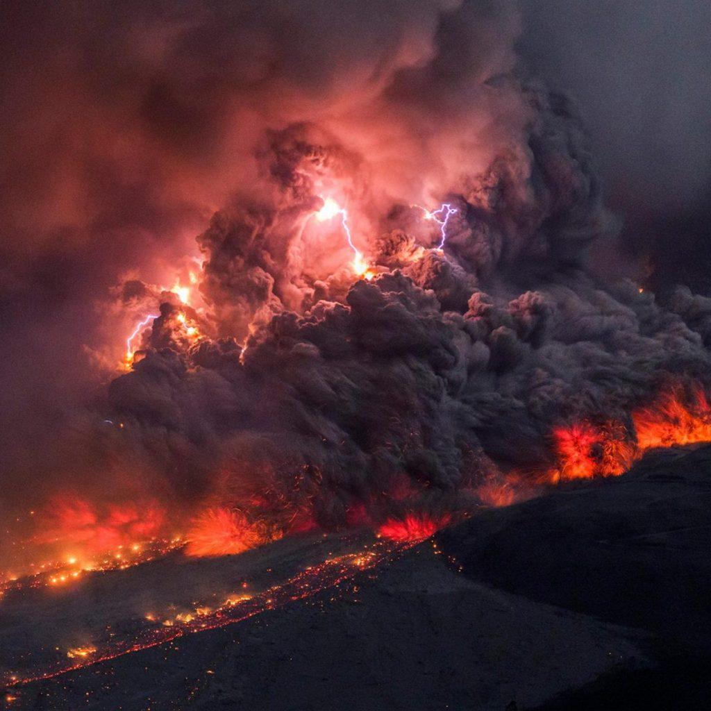 สายฟ้าภูเขาไฟ, ภูเขาไฟ, ภูเขาไฟระเบิด